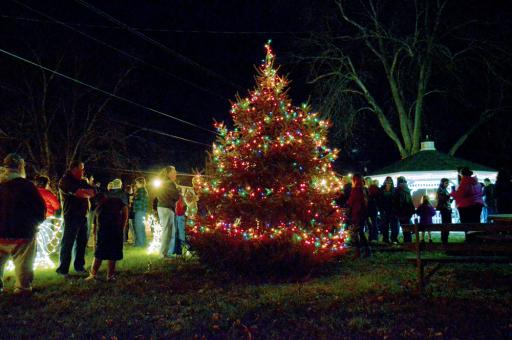 The Town of Dagsboro lights up its Christmas tree back in 2015. Dagsboro recently announced its full holiday schedule for 2018.