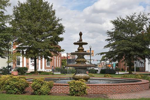 Like a bulls-eye, this four-layer fountain marks the center of the Georgetown Circle.