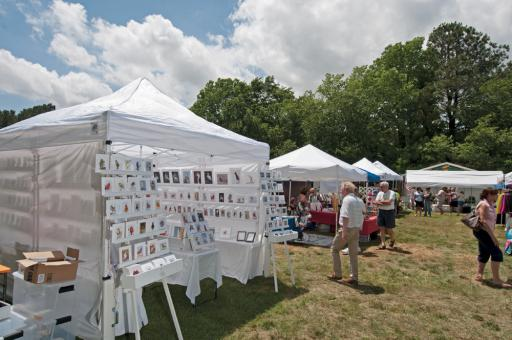 Good Earth Market will hold an outdoor art festival on Saturday, Aug. 31, from 9 a.m. to 3 p.m. This photo was taken during the spring festival in 2015.